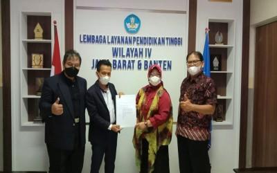 Penyerahan SK Pendirian Politeknik Digital Boash Indonesia (PDBI) oleh PLT Kepala LLDikti Wilayah IV Jabar-Banten